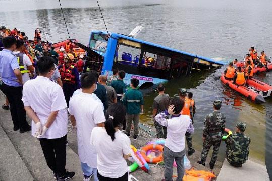 安顺坠湖公交车事件导致21人死亡